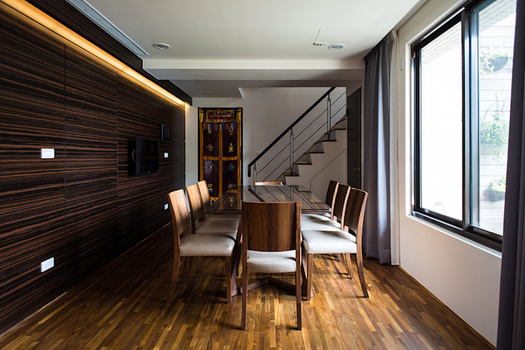 /2 Asian style dining room by 世家新室內裝修公司 Asian