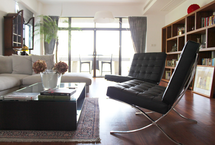 OFFICIAL RESIDENCE - REPULSE BAY: modern  by M2A Design, Modern Wood Wood effect