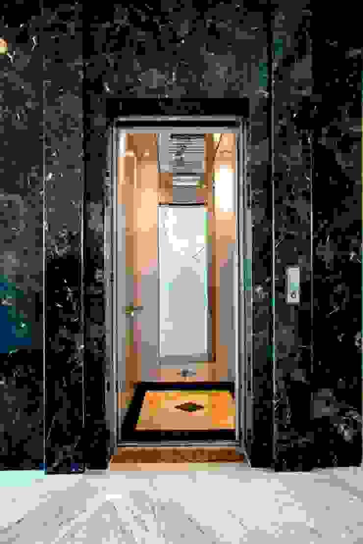 電梯 Modern Corridor, Hallway and Staircase by 世家新室內裝修公司 Modern