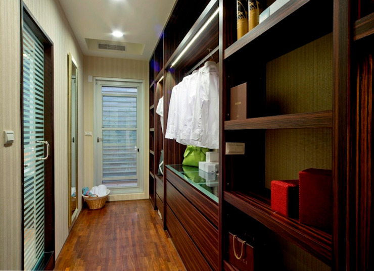 更衣室 Modern Dressing Room by 世家新室內裝修公司 Modern