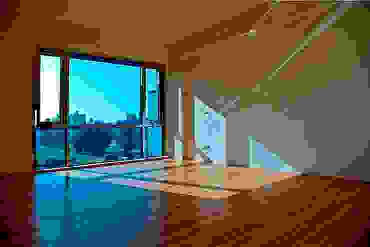 次臥 Modern Bedroom by 世家新室內裝修公司 Modern