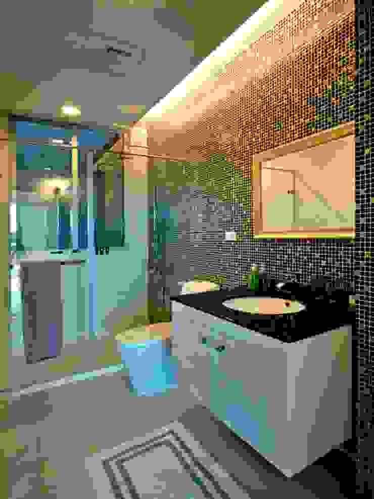 /3 Modern Bathroom by 世家新室內裝修公司 Modern