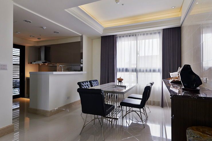 /2 Classic style dining room by 世家新室內裝修公司 Classic