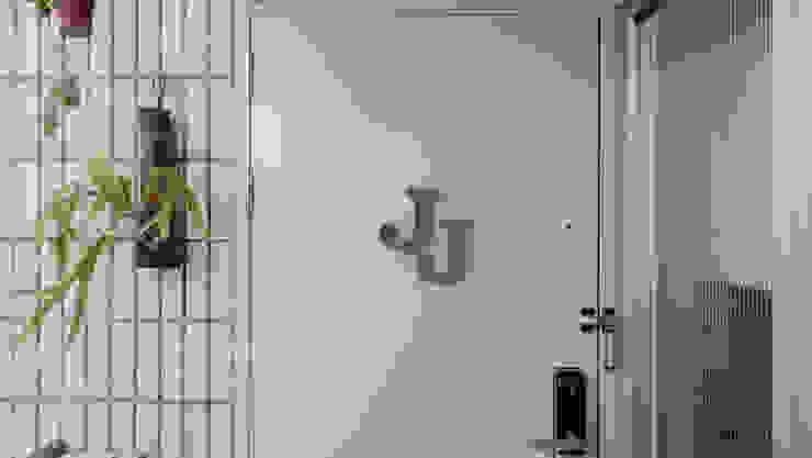 苓雅J邸 斯堪的納維亞風格的走廊,走廊和樓梯 根據 RND Inc. 北歐風