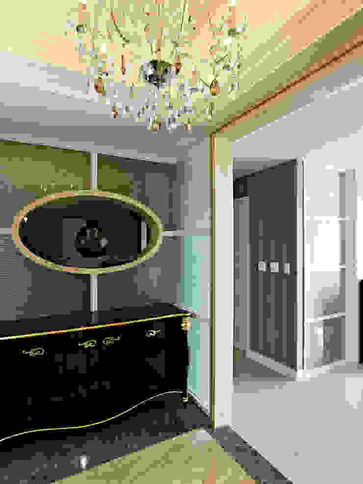 玄關 Classic style houses by 世家新室內裝修公司 Classic