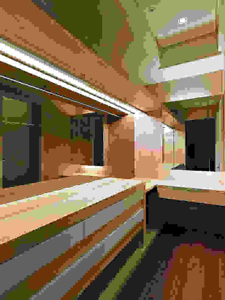 更衣室 Classic style dressing room by 世家新室內裝修公司 Classic
