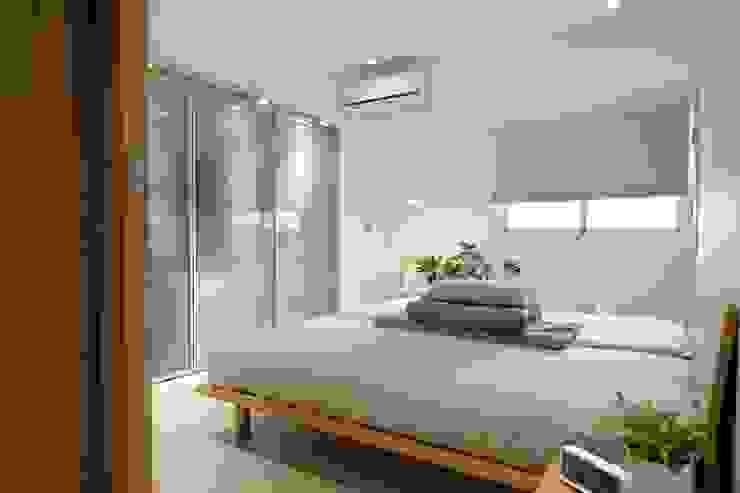 Minimalist bedroom by RND Inc. Minimalist