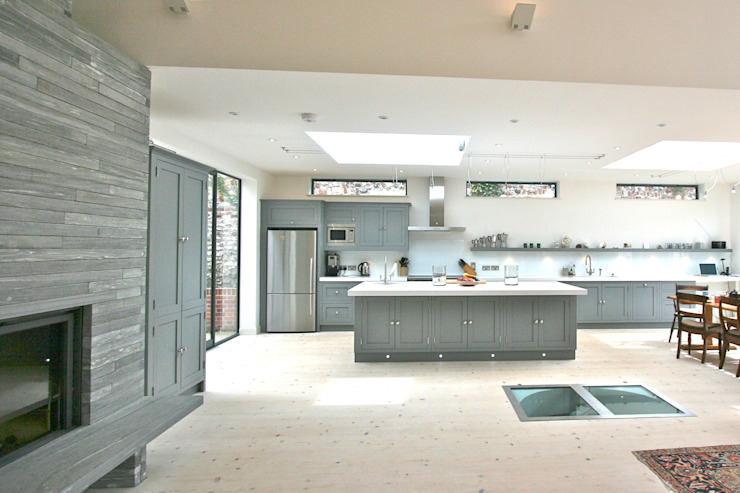 Brancaster, North Norfolk, UK Classic style kitchen by Laura Gompertz Interiors Ltd Classic
