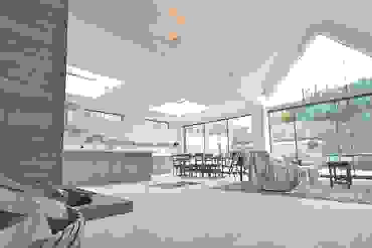 Brancaster, North Norfolk, UK Klassieke keukens van Laura Gompertz Interiors Ltd Klassiek