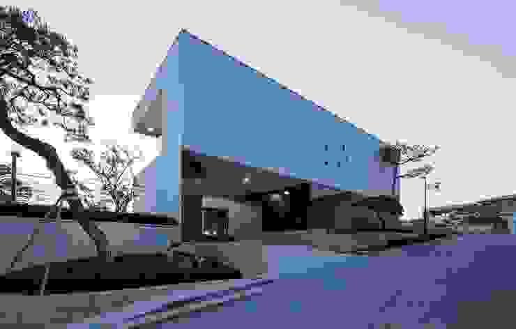아키누스(건축동인) 건축사사무소 Modern home