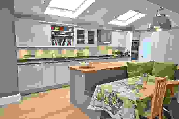 Richmond Kitchen:  Kitchen by Laura Gompertz Interiors Ltd,