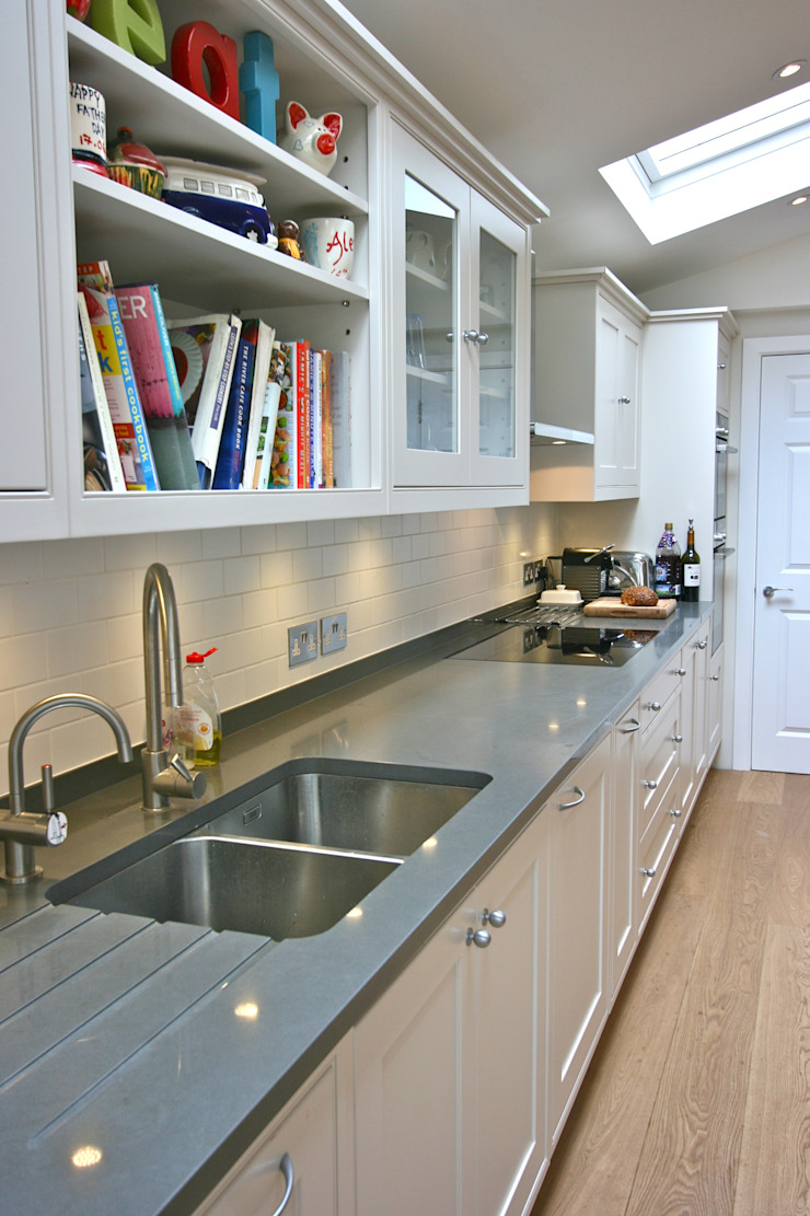 Richmond Kitchen Classic style kitchen by Laura Gompertz Interiors Ltd Classic