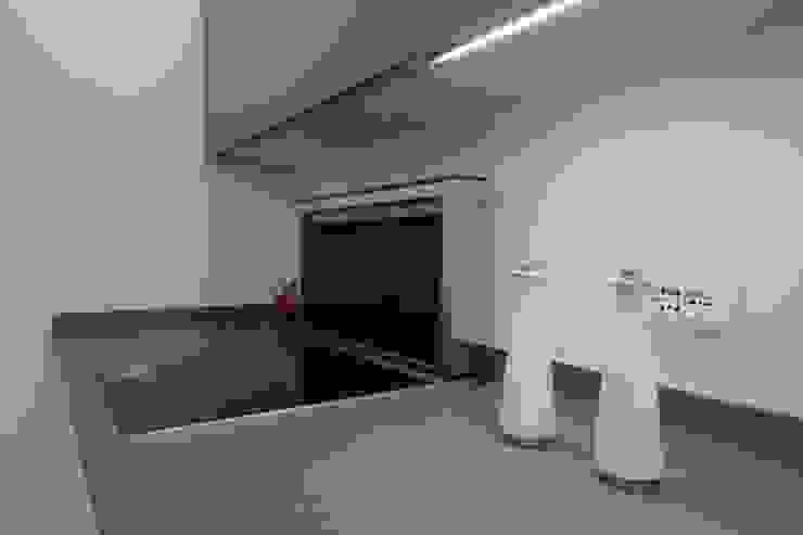 Cocinas de estilo moderno de Falegnameria Ferrari Moderno