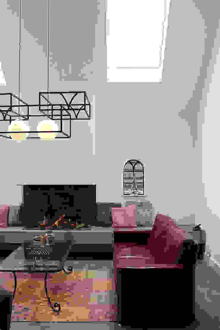 woonkamer met dakramen voor veel lichtinval Klassieke woonkamers van BinnenID Klassiek