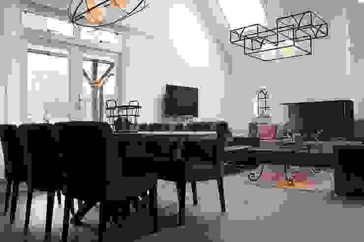 veel licht, licht, licht..... Klassieke woonkamers van BinnenID Klassiek
