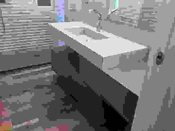 Salle de bain minimaliste par casa&stile interior design e ristrutturazioni Minimaliste MDF