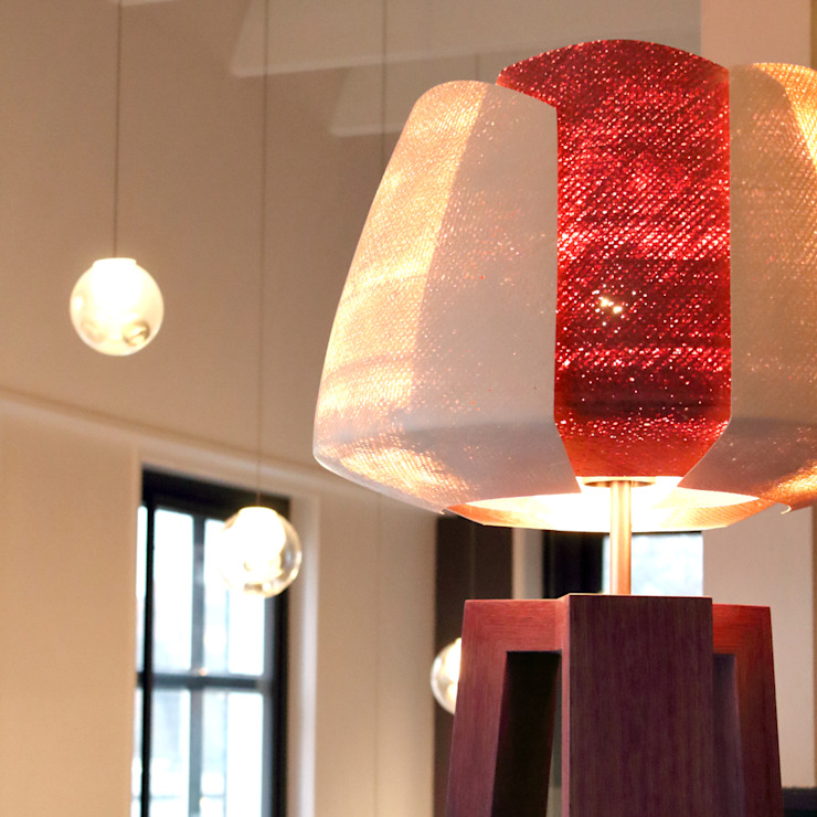 Treepod Tulp Purple: modern  door Marco Tabak, Modern Hout Hout