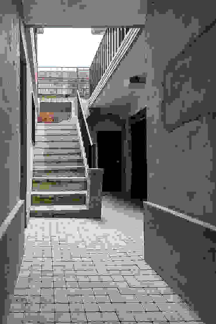 메인 중정 모던스타일 주택 by atelier longo 아뜰리에 롱고 모던 벽돌