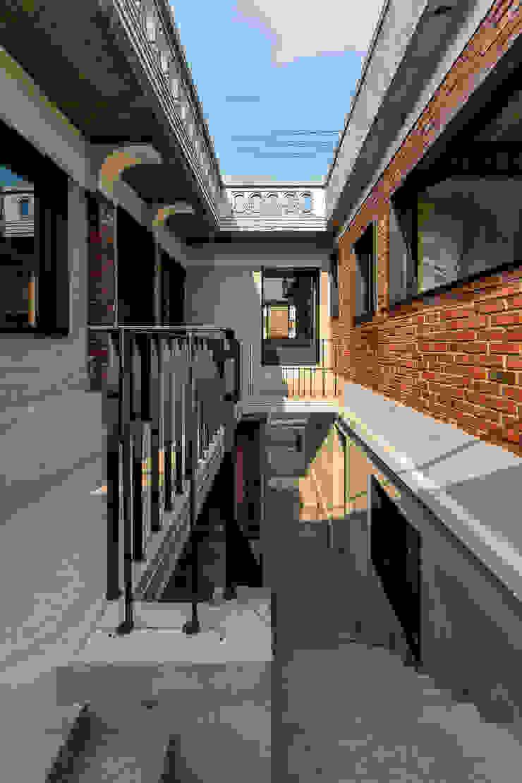 메인 계단 모던스타일 주택 by atelier longo 아뜰리에 롱고 모던 벽돌