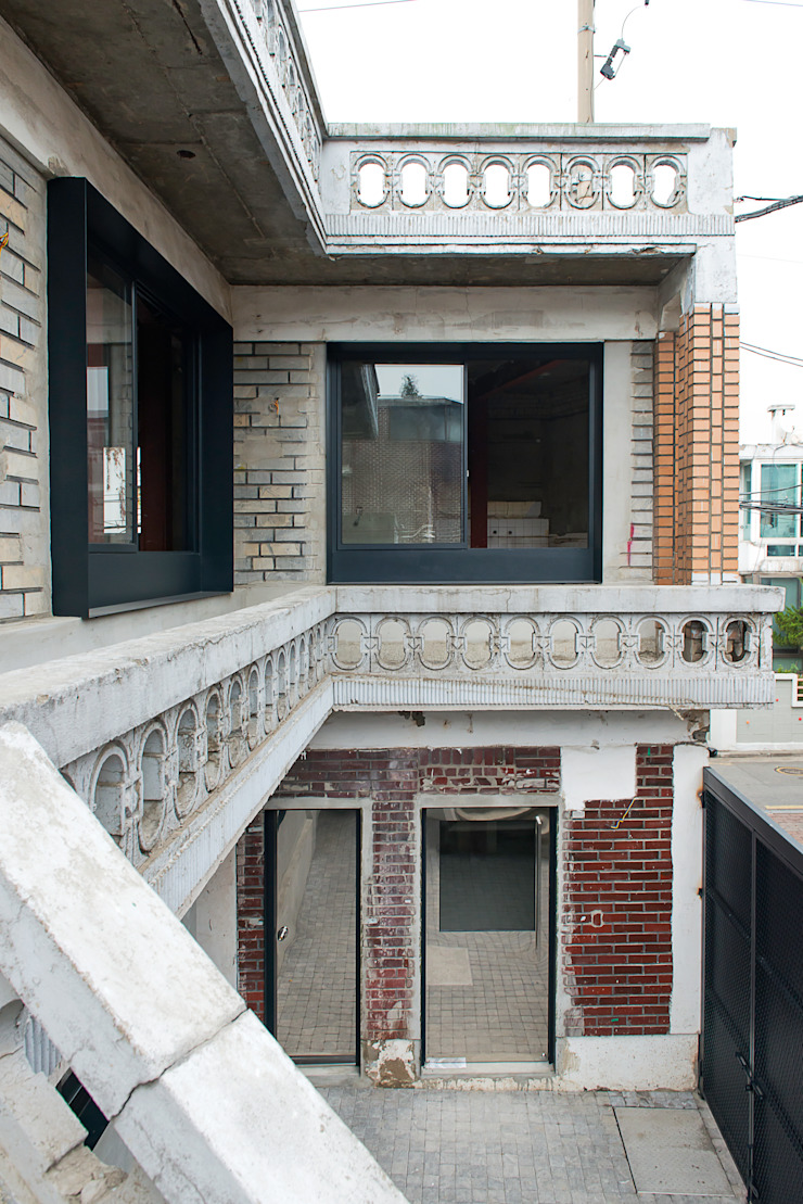 부속 중정 모던스타일 주택 by atelier longo 아뜰리에 롱고 모던 벽돌