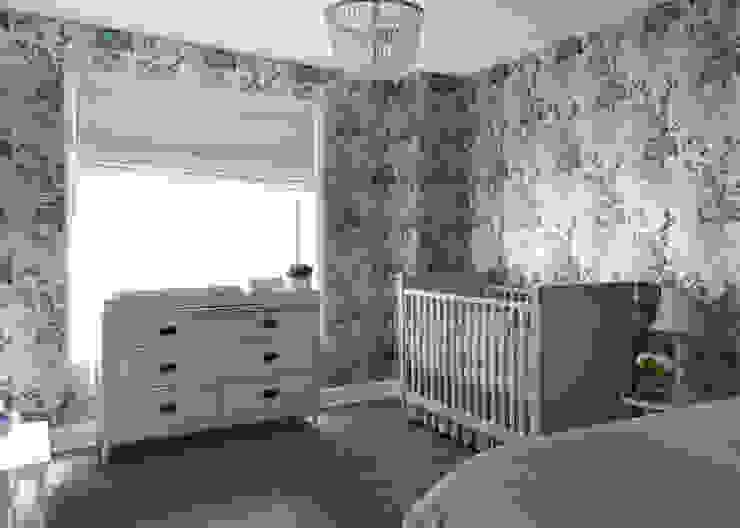 New York City Family Home من JKG Interiors كلاسيكي