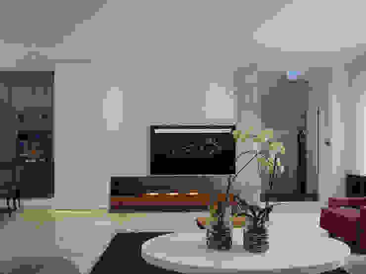 Ruang Keluarga Modern Oleh 構築設計 Modern