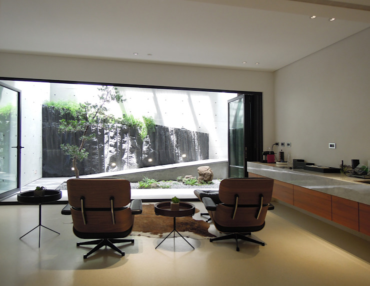 Ruang Media Modern Oleh 構築設計 Modern