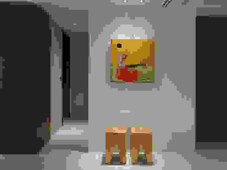 Light 加減0的生活美學 現代風玄關、走廊與階梯 根據 構築設計 現代風