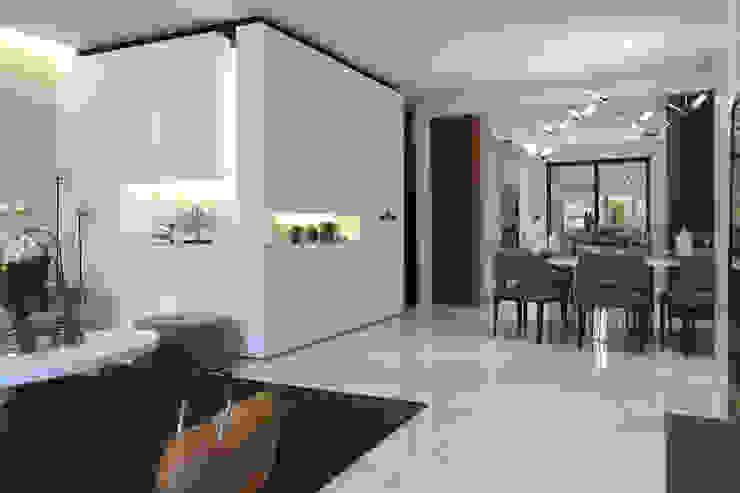 Ruang Makan Modern Oleh 構築設計 Modern