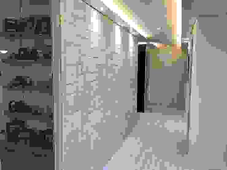 Corridor & hallway by DFactory 디팩토리, Modern