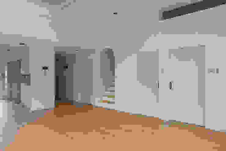 하우스 우 모던스타일 거실 by MOKUDESIGNLAB (모쿠디자인연구소) 모던