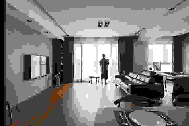 在客廳男主人: 現代  by 一水一木設計工作室, 現代風