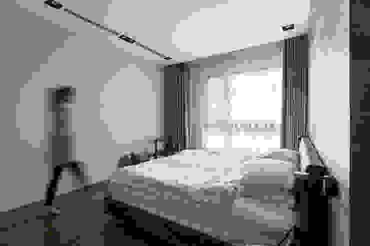 潔淨清爽的主臥室: 現代  by 一水一木設計工作室, 現代風