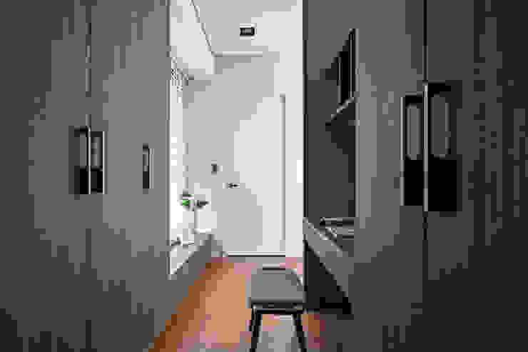 更衣室一角: 現代  by 一水一木設計工作室, 現代風
