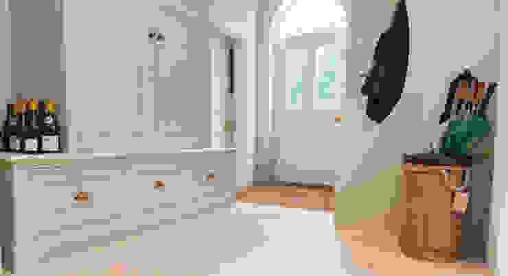Hall area par Lincolnshire Limestone Flooring Moderne