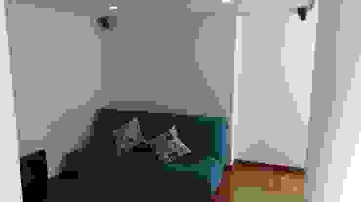 Salas de estar modernas por Erick Becerra Arquitecto Moderno