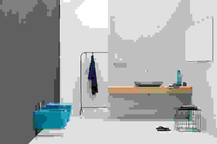 Sanitários NIC DESIGN Casas de banho minimalistas por Aprifer Minimalista