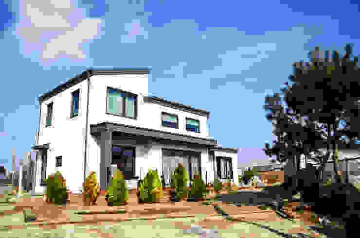 Modern Houses by (주)에너집 Modern