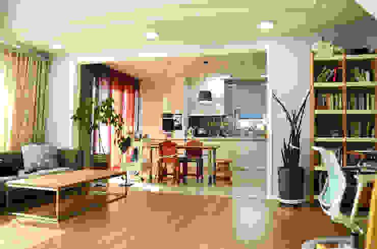 Modern Living Room by (주)에너집 Modern