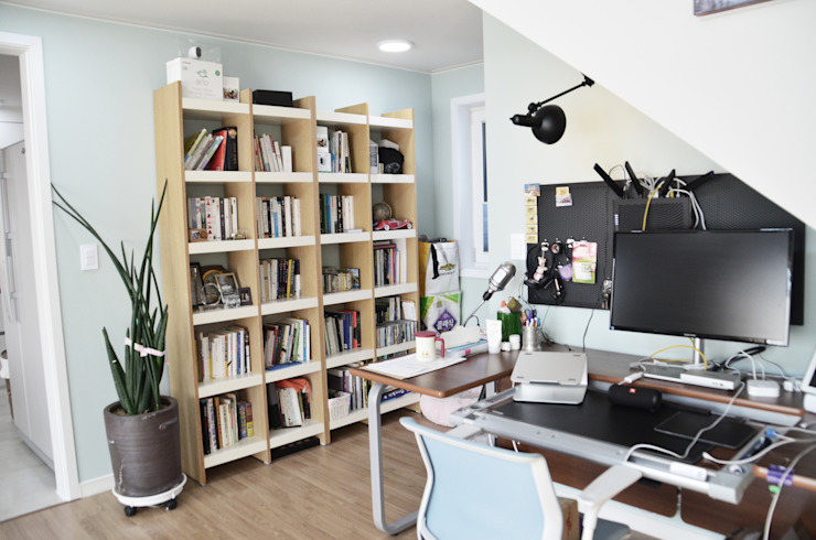 Modern Media Room by (주)에너집 Modern