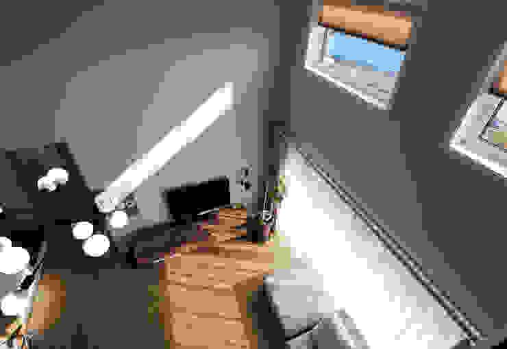 Modern Dressing Room by (주)에너집 Modern