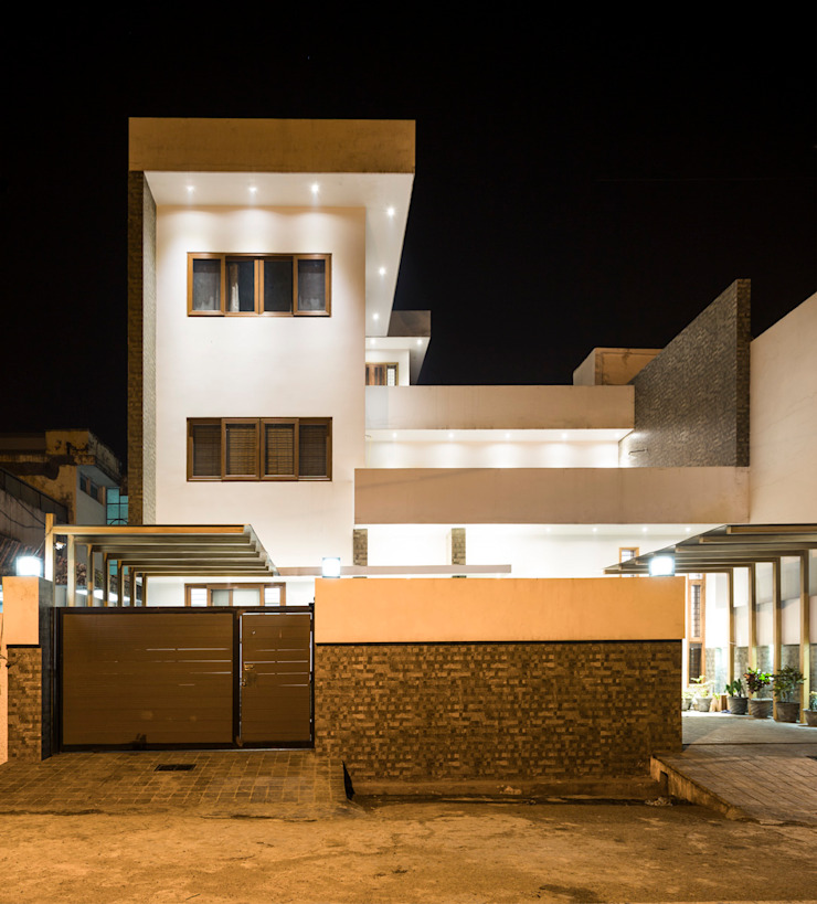 Front View at nightime Modern houses by Manuj Agarwal Architects Modern