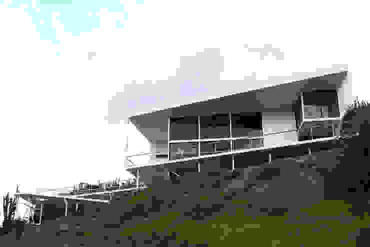 FACHADA PRINCIPAL Casas de estilo mediterráneo de Directorio Inmobiliario Mediterráneo Hierro/Acero