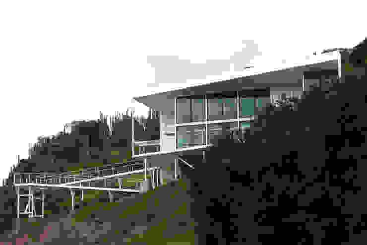 FACHADA Y RAMPAS Casas de estilo mediterráneo de Directorio Inmobiliario Mediterráneo Hierro/Acero