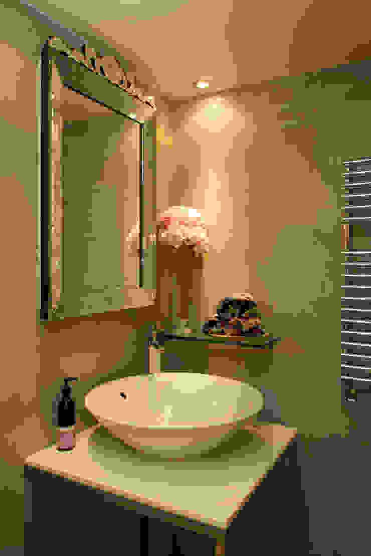 London Loft Modern bathroom by JKG Interiors Modern Tiles