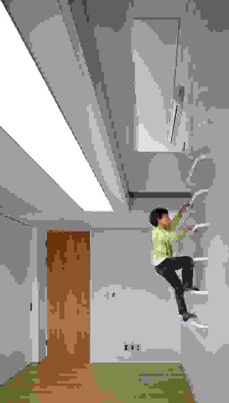 Koridor & Tangga Modern Oleh 남기봉건축사사무소 Modern