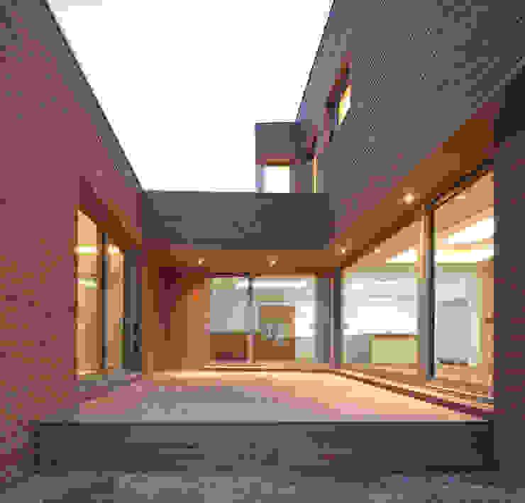 Rumah Modern Oleh 남기봉건축사사무소 Modern