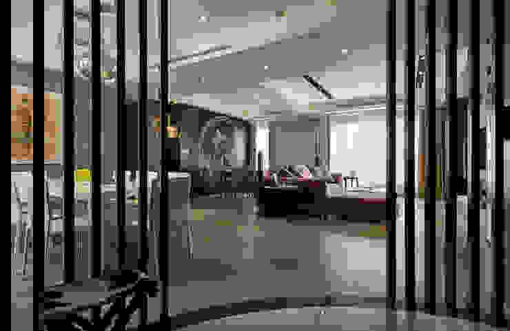 現代飯店風新店潘宅 現代風玄關、走廊與階梯 根據 舍子美學設計有限公司 現代風