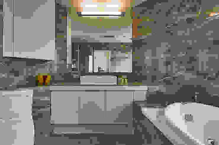 現代飯店風新店潘宅 現代浴室設計點子、靈感&圖片 根據 舍子美學設計有限公司 現代風