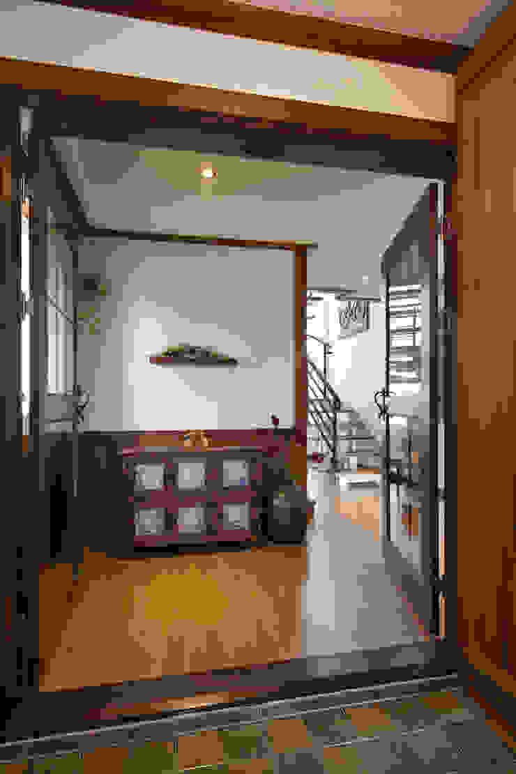 밀양 주택 아시아스타일 거실 by (주)에이도스건축사사무소 한옥